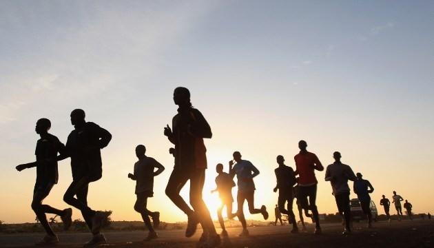 越南青年知识精英在英国举行慈善跑步比赛 - ảnh 1