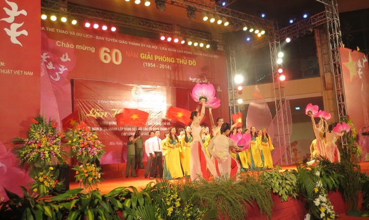首都河内解放60周年纪念大会在河内隆重举行 - ảnh 3