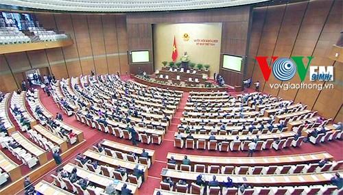 越南13届国会8次会议举行全体会议讨论立法工作 - ảnh 1