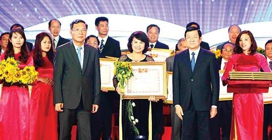 张晋创主席出席越南教师节纪念会 - ảnh 1