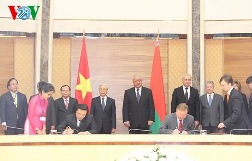 越南和白俄罗斯发表联合声明 - ảnh 1