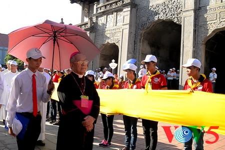 天主教河内总教区青年教徒大会隆重举行 - ảnh 15