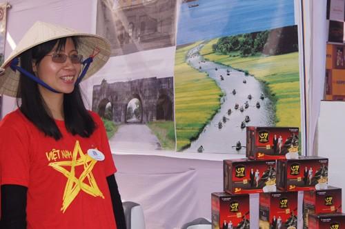 越南参加在印度举行的芭莎国际慈善义卖活动 - ảnh 1