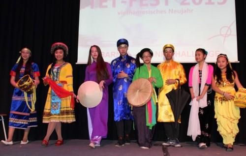 在越外国留学生和各国越南留学生喜迎春节 - ảnh 1