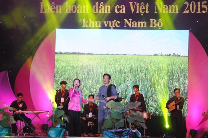 南部地区第六次越南民歌节闭幕 - ảnh 1