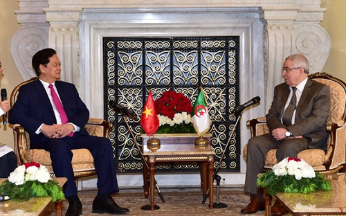 阮晋勇总理会见阿尔及利亚民族院议长本萨拉赫 - ảnh 1