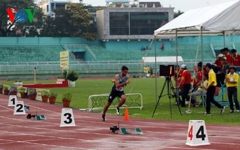 40多名国外运动员参加2015年胡志明市国际田径公开赛 - ảnh 1