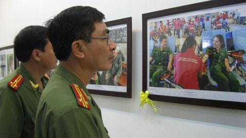 越南人民公安传统日纪念活动纷纷举行 - ảnh 1