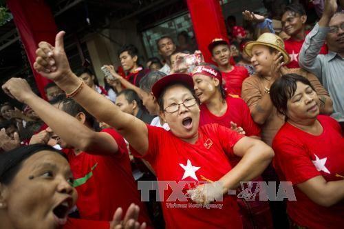 缅甸公布选举第一天计票结果产生的106名议员名单 - ảnh 1