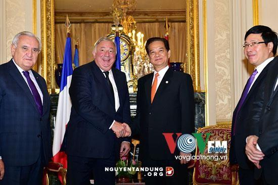 阮晋勇会见法国参议院议长拉尔歇和国民议会议长巴尔托洛内 - ảnh 1