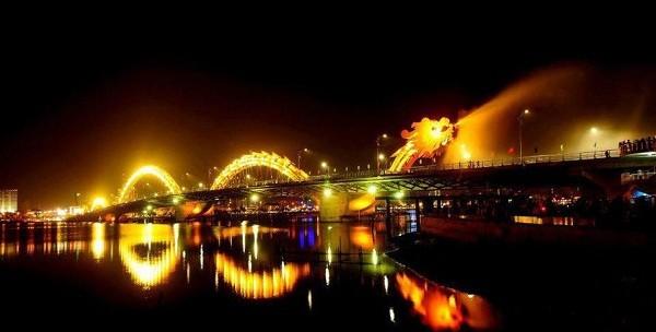 岘港市向游客提供免费艺术表演服务 - ảnh 1