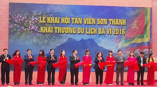 伞圆山圣庙会及2016河内市巴维县旅游年正式开幕 - ảnh 1