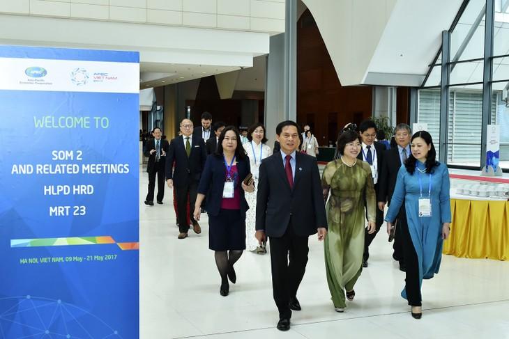 "SOM 2 APEC:继续讨论""城镇化""和""人力资源素质""等热点议题 - ảnh 1"