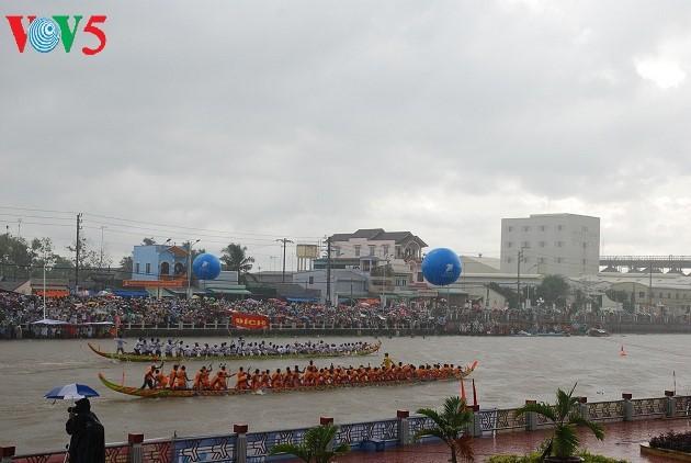 祭月节赛龙舟——南部高棉族的特色文化 - ảnh 2