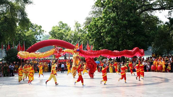 河内举行多项文化艺术活动庆祝2018年戊戌春节 - ảnh 1