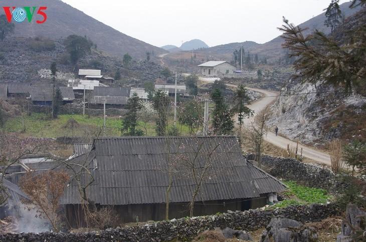 赫蒙族民居 - ảnh 1