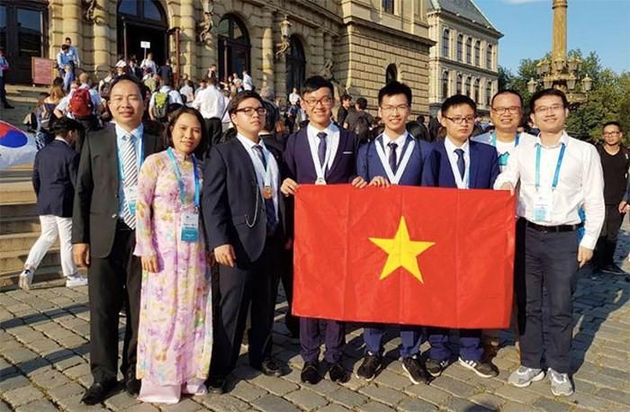 越南队在2018国际物理学和化学奥林匹克竞赛中成绩优异 - ảnh 2