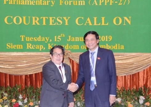越南国会秘书长、国会办公厅主任阮幸福会见柬埔寨国会秘书长林炳龙 - ảnh 1