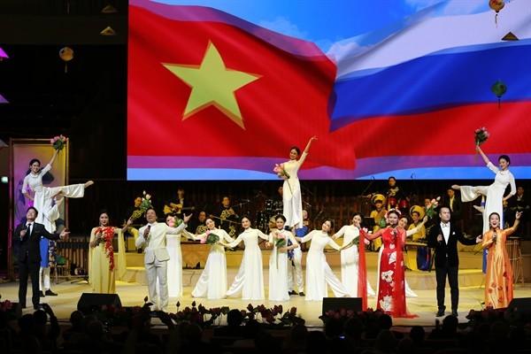 阮春福总理和梅德韦杰夫总理出席越南俄罗斯年和俄罗斯越南年开幕式 - ảnh 1