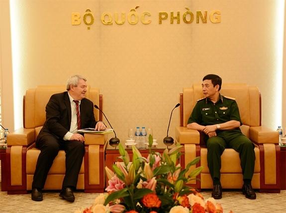 越南人民军总参谋长会见捷克众议院副议长 - ảnh 1