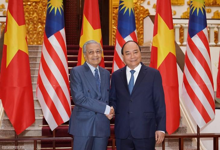 越南政府总理阮春福与马来西亚总理马哈蒂尔举行会谈 - ảnh 1
