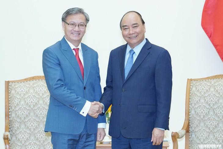 阮春福会见前来辞行拜会的老挝驻越大使通沙万•丰威汉 - ảnh 1