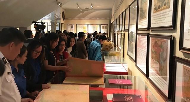 有关黄沙和长沙的历史和法理资料展在昆嵩省举行 - ảnh 1
