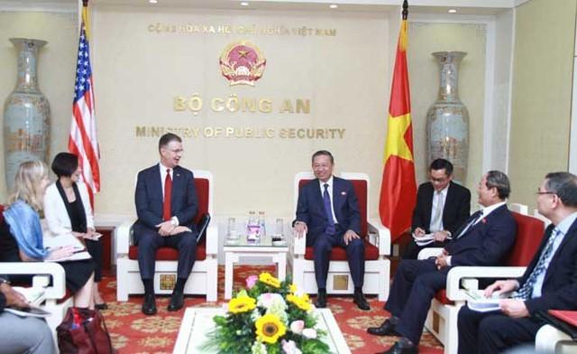 越南公安部部长会见美国驻越大使 - ảnh 1