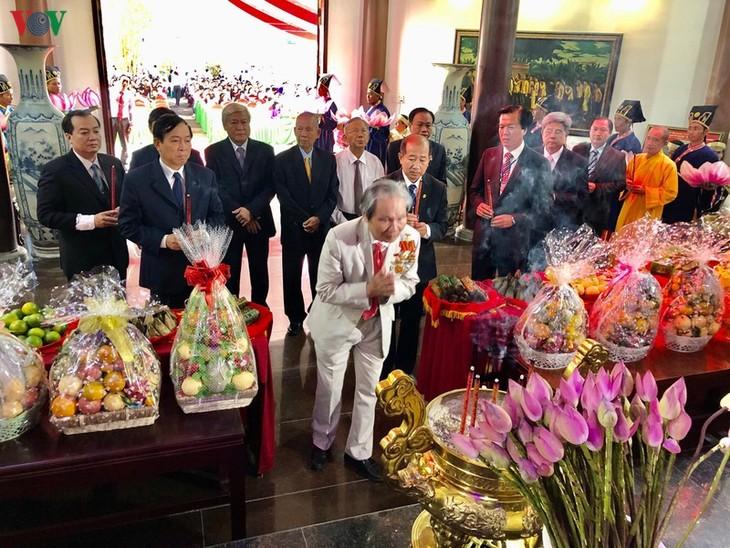 铜塔省举行胡志明主席父亲阮生色副榜逝世90周年纪念仪式 - ảnh 1