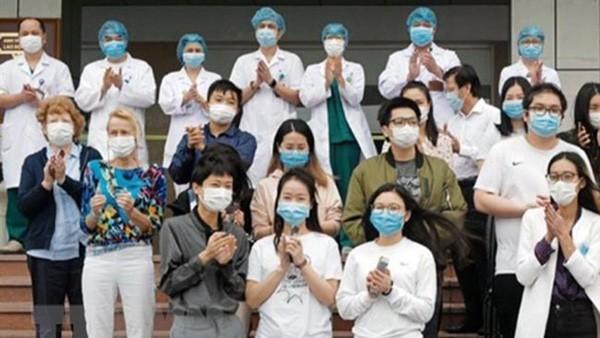 在越外国人:谢谢越南医护人员 - ảnh 1