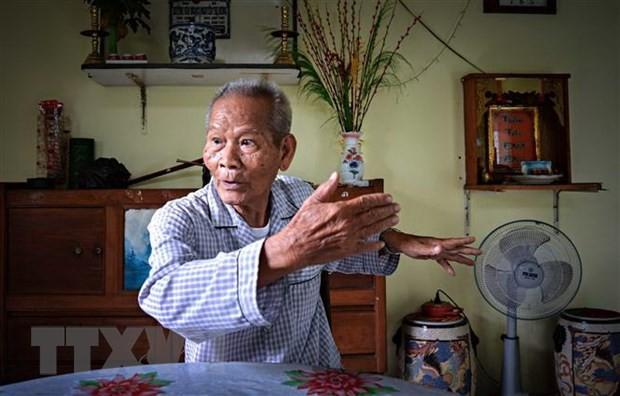 胡志明主席诞辰130周年:芹苴市宁桥滩上的胡志明主席塑像 - ảnh 1