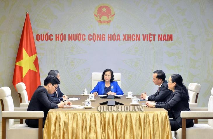 越南国会主席阮氏金银与老挝国会主席巴尼通电话 - ảnh 1