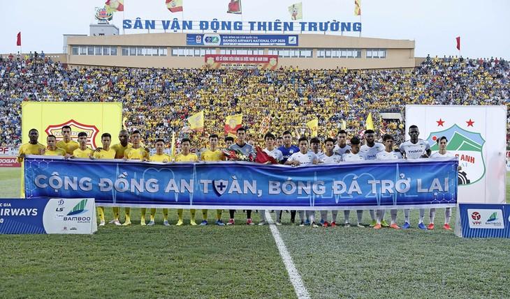 亚洲媒体称赞越南恢复足球比赛 - ảnh 1