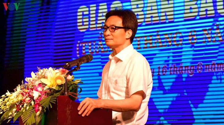 纪念越南革命新闻节95周年新闻交班会议在河内举行 - ảnh 1