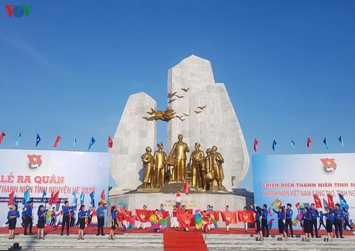 2020年夏季青年志愿者行动出征仪式在广平省举行 - ảnh 1
