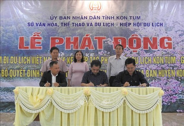 昆嵩省:越南人旅游越南活动启动仪式在昆嵩省举行 - ảnh 1