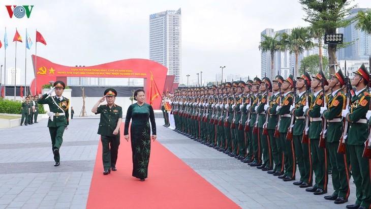 越南国会主席阮氏金银与越南军队电信集团领导人举行工作会议 - ảnh 1