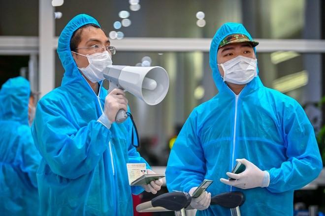 从今年8月5日起,外国专家进入越南前必须经过新冠病毒测试 - ảnh 1