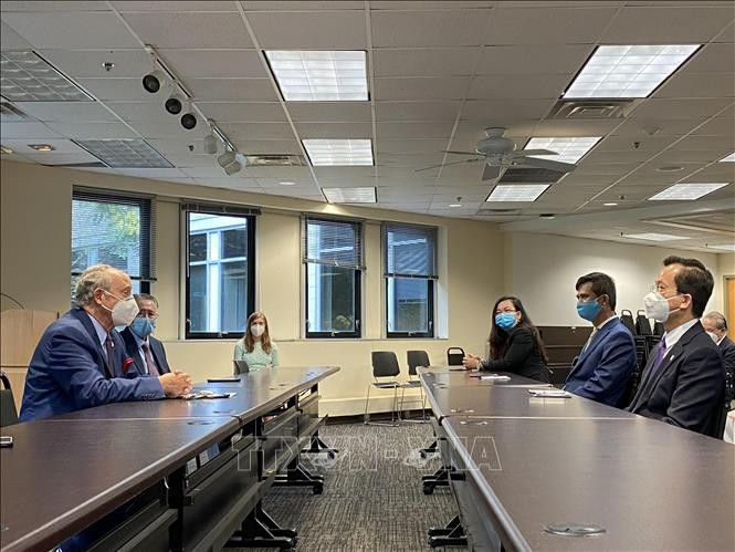 越南驻美国大使馆向美国马里兰州援助一万只口罩 - ảnh 1