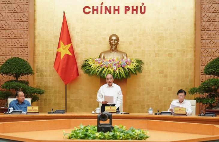 越南政府总理阮春福主持政府关于立法工作的会议 - ảnh 1