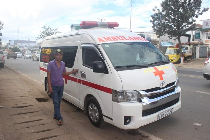 为林同省特困病人提供帮助的慈善救护车 - ảnh 1