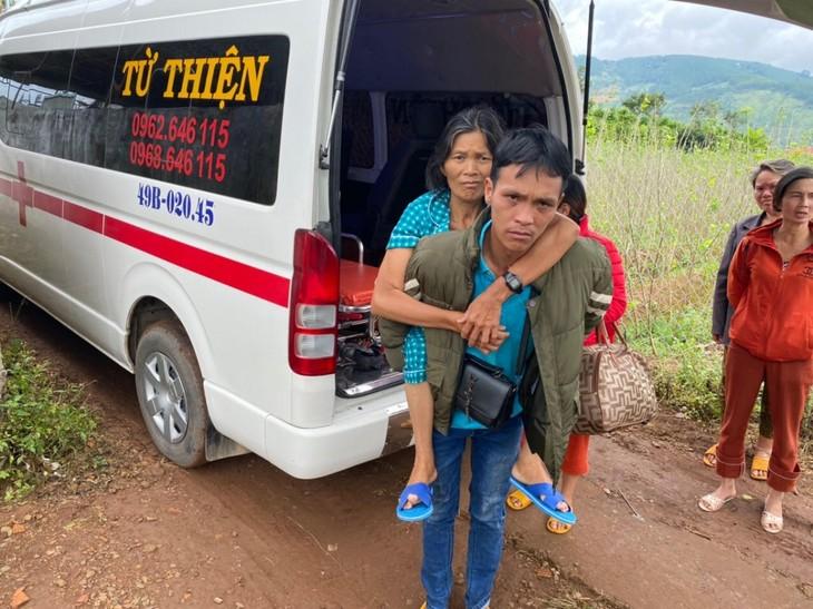 为林同省特困病人提供帮助的慈善救护车 - ảnh 2