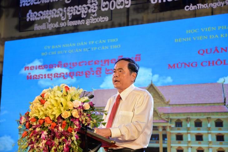 庆祝高棉族传统新年的芹苴军民节:巩固军民团结 - ảnh 1