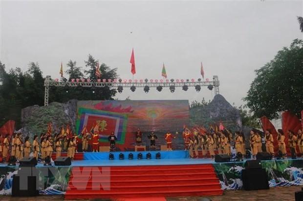 2021年白藤传统庙会:给年轻一代教育传统价值 - ảnh 1