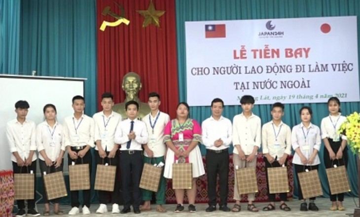 为清化省孟叻县居民提供国外务工机会和社会民生保障 - ảnh 1