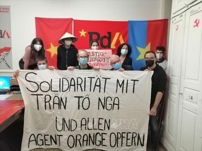 瑞士劳动党对越南橙剂受害者表示团结 - ảnh 1