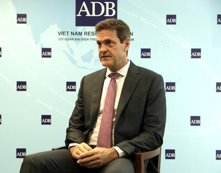 亚行驻越首席代表杰弗里斯:越南政府迅速反应、灵活调控 - ảnh 1