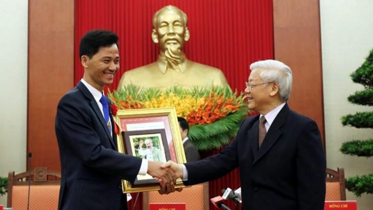 劳动英雄阮仲泰向人们传播超越自我的渴望 - ảnh 2