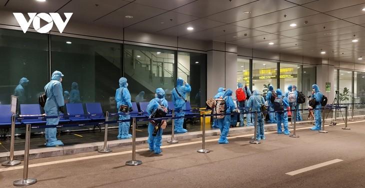 对从云顿机场入境越南的人试行的新隔离措施将于7月1日开始 - ảnh 1