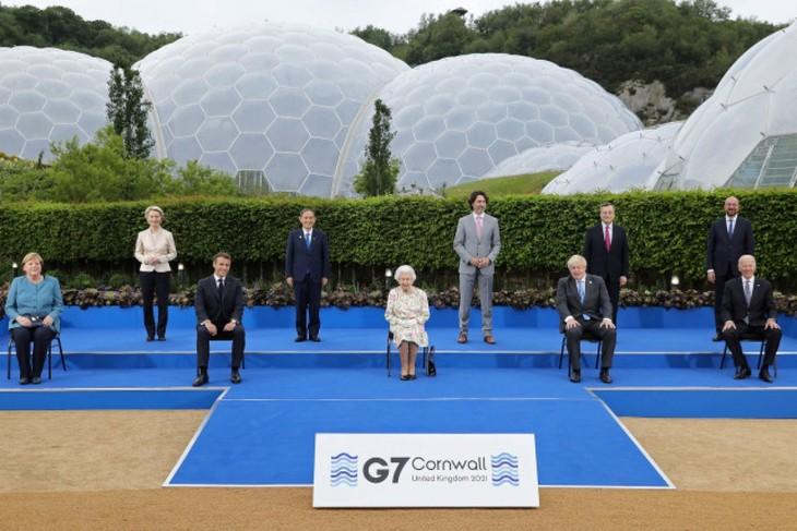 美国总统拜登会晤英国伊丽莎白女王 - ảnh 1